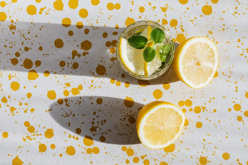 glass of fresh cocktail and pieces of lemon 4021872 無可挑TEA, 端午節, 端午節喝茶, 端午節必喝茶飲, 茶幫助消化
